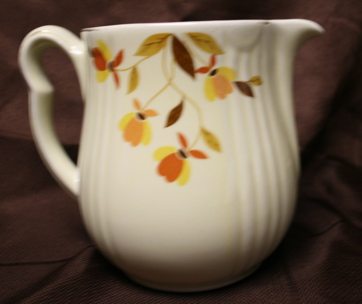 Vintage Hall Pottery China Jewel Tea Autumn Leaf Pitcher