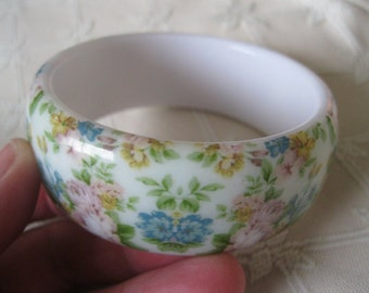 Vintage Floral Lucite Bangle Bracelet