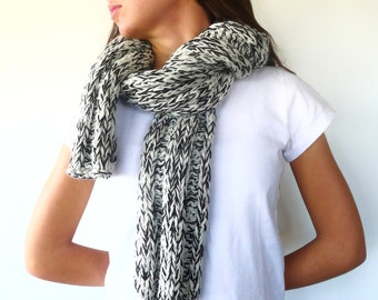 Chunky hand knit scarf. Black knitted scarf. Mens winter scarf. Womens wool scarf. Gift idea for her