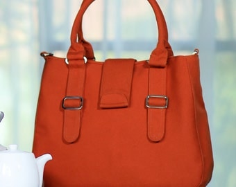 POPPY / Medium / Ship in 15 days / Burnt Orange / Lined with Grey / Adjustable Strap and Elastic Pockets /