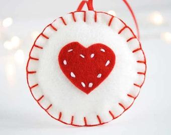 Christmas wool felt ornament - Red heart on white circle