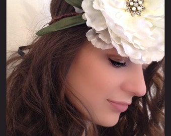 White Peony Fascinator with Diamanté and Pearl Jewel/Ascot/Wedding Fascinator Ref:011