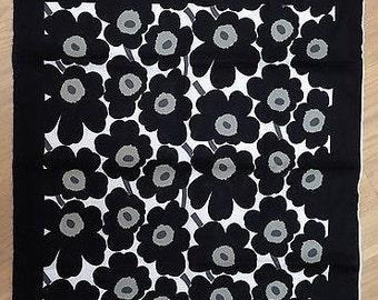 Mini Unikko unfinished scarf panel, black and white, so beautiful! Finland