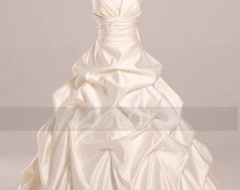 Fan Shaped Neckline Pickup Wedding Gown Available in Plus Sizes W851
