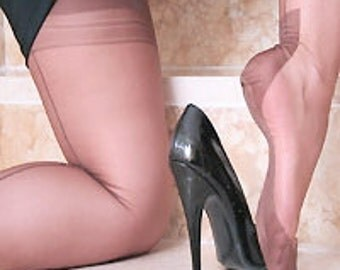 GIO Fully Fashioned Stockings with either Point Heels or Cuban Heels