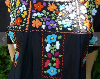 80s Authentic Hand Embroidery Floral Mexican Blouse 100% Cotton Size Med-Large