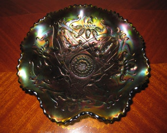 Northwood Carnival Glass Wishbone Footed Bowl in Green