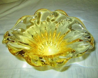 Fantastic Golden Yellow Art Glass Vase Beautiful Pattern and design