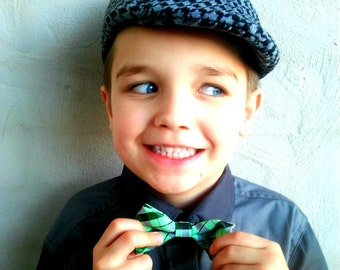Boys Green Checkered Bow Tie, Boys Bow Tie Kids Bow Tie, Boys Neckties, Toddlers Bow Tie, Photo Prop, Ring Bearer Bow Tie