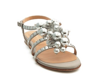 Sandal flat jewel with inlay of flat nails metallic - grey