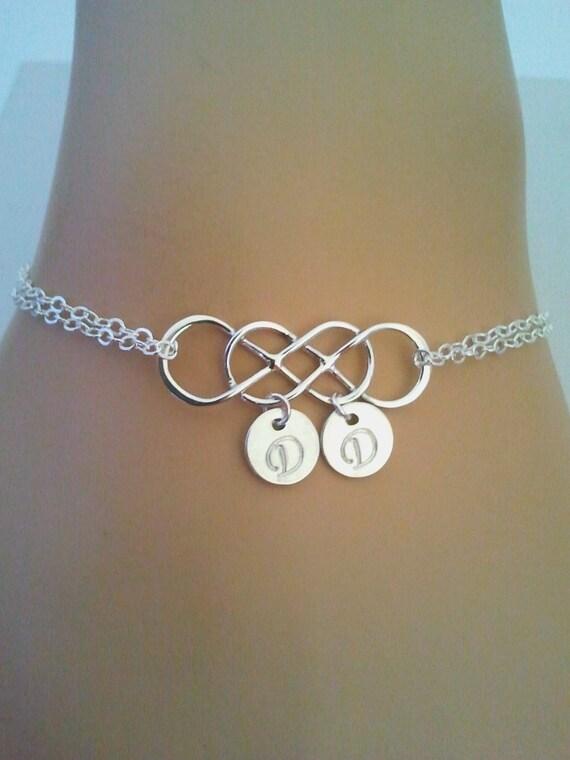 infinity armband mit initialen freundschaft armband von angelsbride. Black Bedroom Furniture Sets. Home Design Ideas