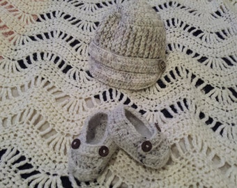 crochet baby hat and slippers.