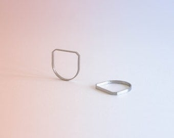 Forma R04, stainless steel semi-squared ring