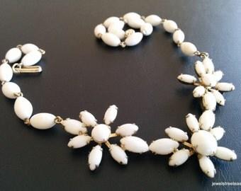 Vintage Necklace Pendant Choker Milk White Glass Bead Flower Gold Tone 371