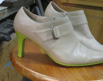 Chalk painted ankle shoes, chalk painted heels in lime green 6.5W