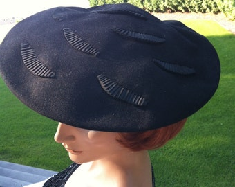 1940s New Look Style Saucer Hat Inset With Fans