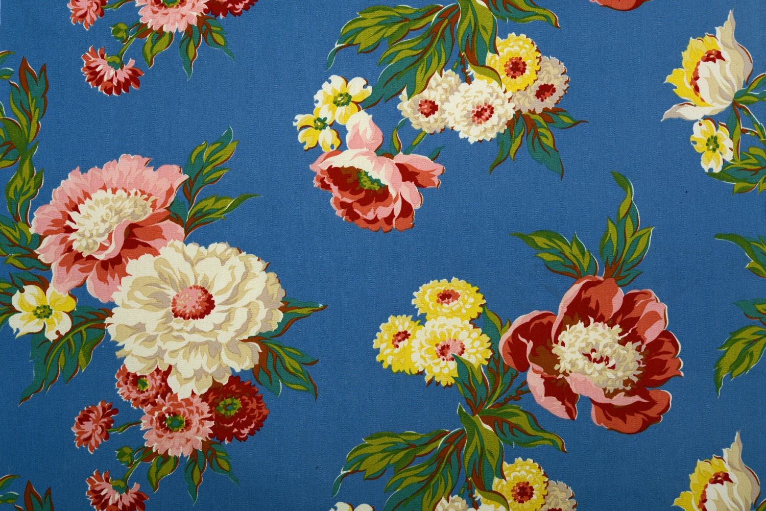 Vintage Reproduction Fabric. 1940's Floral. Home Decor