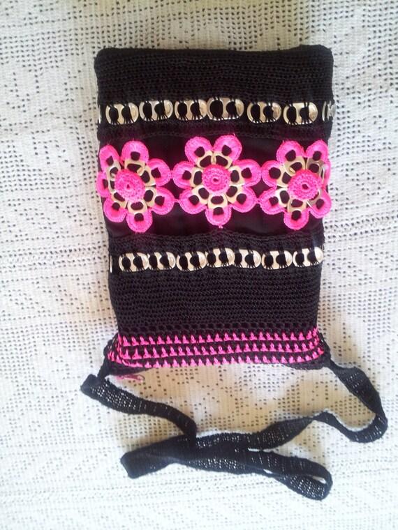 Bolsa negra y rosa crochet con anillas de lata y forro negro - Todo tipo de manualidades para hacer ...