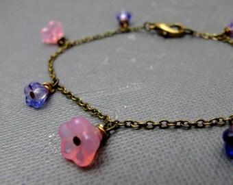 """Pink and Purple Flower Garden Bracelet // Czech Glassbeads Buttercups // Brass Chain 7"""" // Gift under 25"""