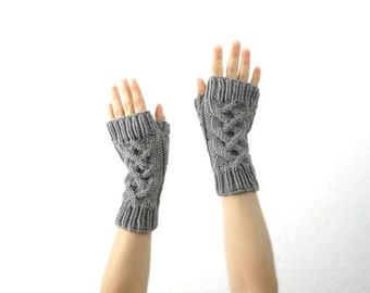 Merino Fingerless Mitts. Cable Knit. Soft. Neutral Gray. Spring / Winter / Snow / Ski Fashion. Handmade in France.