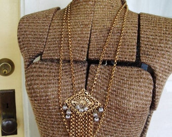 FREE SHIPPING Vintage Goldtone Metal Chain Necklace with Ornate Center Pendant