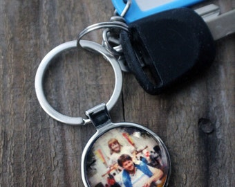 Photo Keychain - Customized Gift Using your Picture - Wedding Party Favor, Mothers or Fathers Day, Stocking Stuffer, Graduation Present
