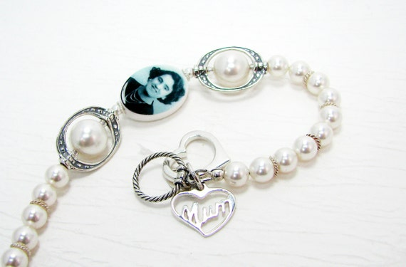 Brides Pearl Bracelet with a Small Oval Photo Charm - P11B8a