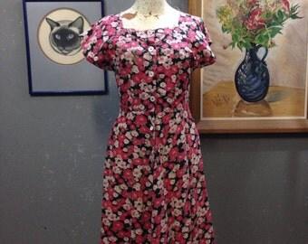 """30's floral feed sack dress. Shabby. Medium. 30"""" waist."""