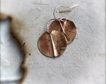 Peach Brown Brass Round Dangle Earrings Rustic Oxidized Textured Organic Fold-Formed Disk Circle Short Metalwork Boho Jewellery