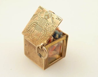 """Extremely Rare Antique American Flag 48 Stars in Goldtone Box Engraved with the """"Seal of Heraldry"""" Charm"""