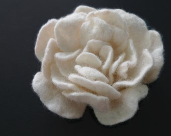 Creme White Felted Rose, Felt Flower, Rose Brooch, Creme Flower Brooch, Felt Rose Brooch, White Rose
