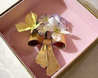Flower Bouquet Ribbon Bow Pin Brooch Gold Tone Vintage Large Fine Lined Tied Loops