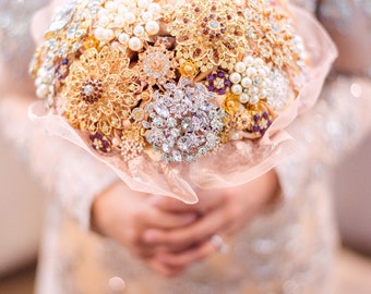 made to order ~ Gold/Blush Pink Tones Brooch Bouquet Keepsake ~ Half Jewelled And Roses ~ Pretty Lace holder