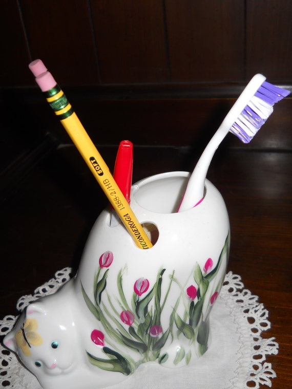 Valentines Porcelain Kitty Cat Tooth Brush/ Pencil/ Pen Holder