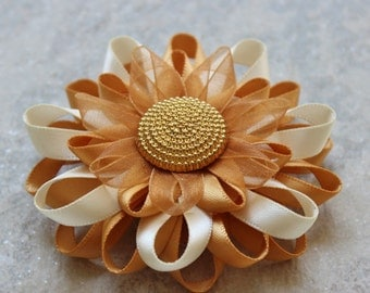 Gold Flower Pin, Gold Corsage Pin, Ivory and Gold Corsage Flower Pin, Gold Wedding Flowers, Gold Flower Corsage Pin, Off White Flower Brooch