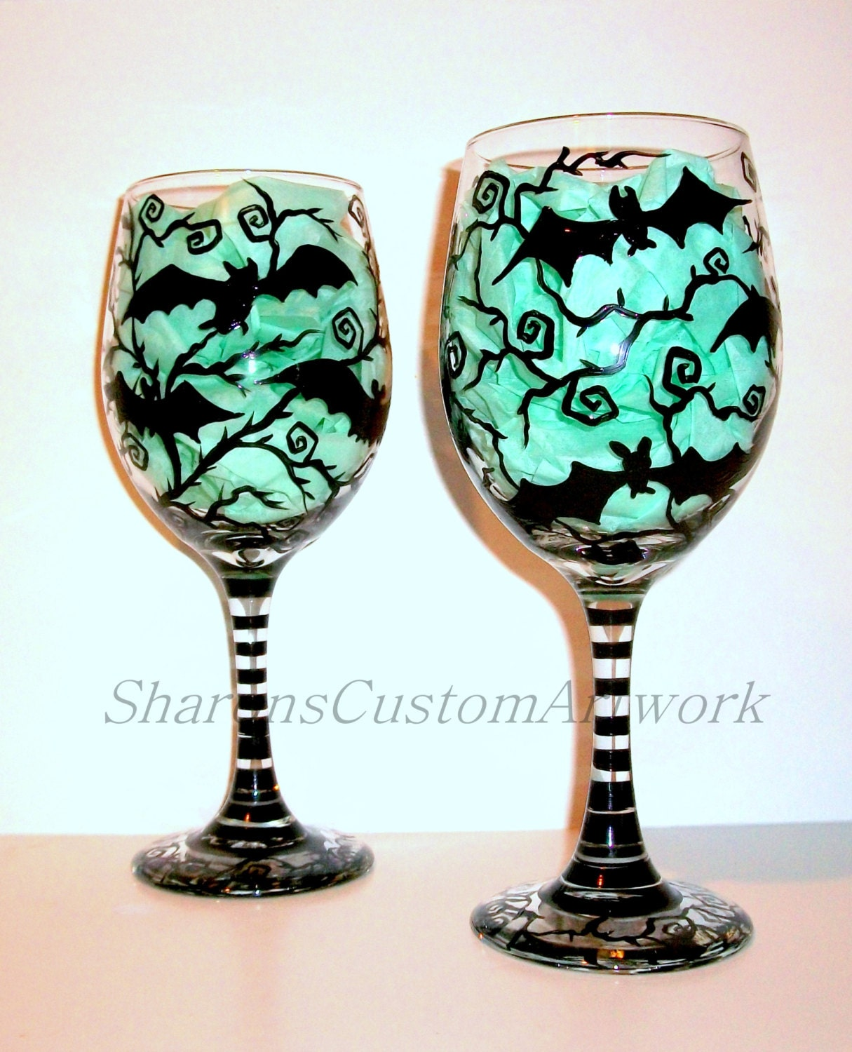 Hand painted wine glasses bats halloween painted glassware for Hand designed wine glasses