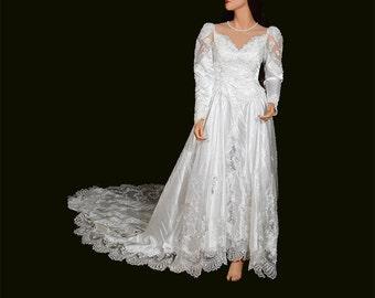 Lace Wedding Dress Ball Gown Wedding Dress Sweetheart, Long Train. Long Sleeve Wedding Dress, bohemian wedding dress