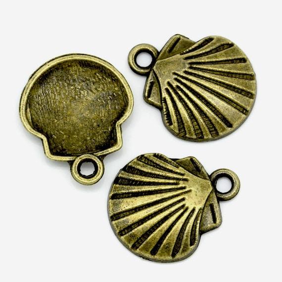 Charms : 10 Antique Bronze Seashell Charms/ Brass Ox Beach Pendants ... 15x17mm -- Lead, Nickel & Cadmium Free 2705.J3C