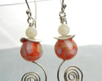 Red & white mother of pearl earrings with shell beads, sterling silver spirals and brushed silver discs // shell earrings