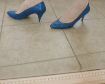 SALE Vintage ROYAL Blue Pointy Heal Pointy Toe Pumps - 80s Baby!  Loved it then l Love it now Excellent Condition!