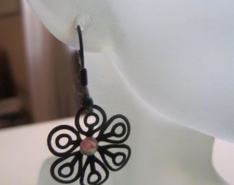 Black Filigree Flower Earrings ./. Black Flower Earrings ./. Pendants d'Oreilles ./.  Black Flower ./. Delicate Flower Dangle