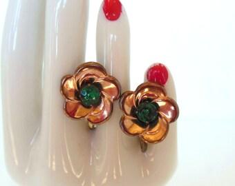 Vintage Rose Gold Flower Screw Back Earrings Green 50's. (item 177)