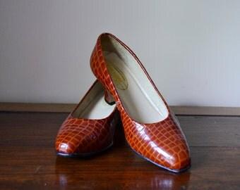 Brown Patent Leather Shoes - pumps, heels, size 5 Australia, Benelli, 23cm insole, 9'