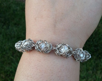 Chainmaille Bracelet - Freshwater Pearl with Chainmaille Bead Caps