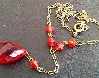 """Art Deco Pendant Red Briolette Crystal Faceted Beads Gold Paper Clip Chain 16.5"""" Vintage"""