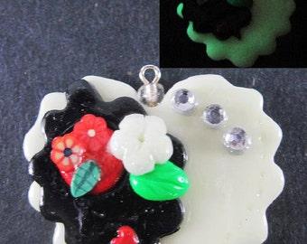 Kawaii Goth Heart Flower Charm Polymer Clay Jewelry Lolita Harajuku Asian Fashion Cosplay Glows In Dark Necklace Free Shipping USA