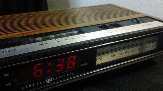 Vintage General Electric Am Fm Digital Alarm Clock Radio