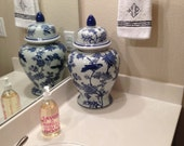 Chinoiserie Oriental Chinese Blue and White Porcelain Ginger Jar Vase