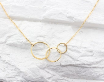 gold intertwining circle necklace, three circles friendship necklace, three rings necklace, eternity Love, gold minimal, Past Present Future