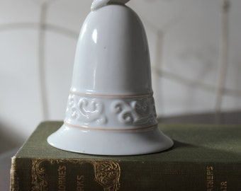 Avon collectable,Tapestry Collection bird bell, vintage bird bell, wedding, bridal bell,Avon
